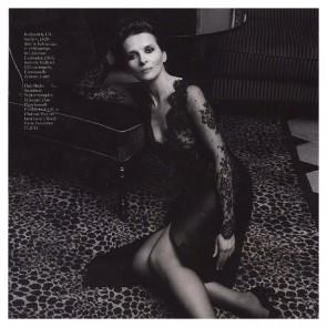 So #iconic and #glamorous, we love @i.d.sarrieri #Juliette#Binoche #idsarrieri #lace