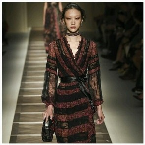 Get your Geisha on with a Romantic Kimono dress in lace by ETRO.  Fashion has taken an oriental turn. So, don't miss the JITAC Event in Osaka from Oct 6th to 8th 2015.  #SophieHallette #FrenchLace #Lace #Dentelle #Kimono #WrapDress #ETRO #VeronicaEtro #SpringSummer2016 #FashionWeek