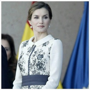 Lace as a royalty fabric. Be amazed with Queen Letizia Ortiz wearing a gorgeous Felipe Varela creation To present the Spanish flag to the National Police to honour their work.  #Sophiehallette #lace #royalty #Royal  #Queen #LetiziaOrtiz #Spanish #Spain #dress #FelipeVarela #lacedress #elegance