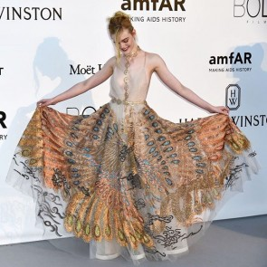 @ellefanning playing with her dazzling Valentino peacock dress yesterday night at @amfar gala in Cannes!  #sophiehallette #tulle #illusiontulle #valentino #ellefanning #amfar #amfar2016  #gala #cannes #cannes2016 #festivaldecannes #cannesfilmfestival #peacockdress