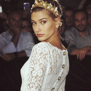 Hailey Baldwin, breathtaking beauty in Sophie Hallete lace #SophieHallette #lace #dolcegabbana #haileybaldwin #lacedress #leaverslace