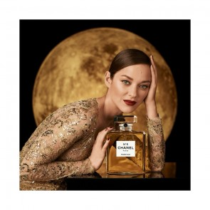 ENCHANTMENT⠀⠀⠀⠀⠀⠀⠀⠀⠀ Chanel N•5 – Sophie Hallette's gold lace embroidered by @Lesage sublimates Marion Cotillard ✨ ⠀⠀⠀⠀⠀⠀⠀⠀⠀ ⠀⠀⠀⠀⠀⠀⠀⠀⠀ .⠀⠀⠀⠀⠀⠀⠀⠀⠀ ⠀⠀⠀⠀⠀⠀⠀⠀⠀ ENCHANTEMENT⠀⠀⠀⠀⠀⠀⠀⠀⠀ Chanel N•5 – Dentelle or Sophie Hallette rebrodée par la maison @Lesage sublime Marion Cotillard ✨⠀⠀⠀⠀⠀⠀⠀⠀⠀ ⠀⠀⠀⠀⠀⠀⠀⠀⠀ #sophiehallette #dentelle #lace #dentelledecalais #dentelledecaudry #dentelledecalaiscaudry #dentellefrancaise #frenchlace #madeinfrance #dentelleleavers #leaverslace #savoirfaire #fragrance #marioncotillard #Chanel #N5 #perfume #ChanelN5 #CHANELFragrance