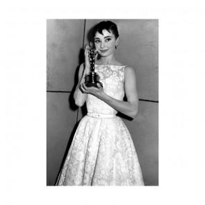 En attendant les Oscars Academy Awards de ce week-end, voici un look porté par Audrey Hepburn pour la 26eme cérémonie des Oscars en 1954 au cours de laquelle elle reçoit la récompense de Meilleure Actrice pour son rôle dans Vacances Romaines 📽🎞✨⠀⠀⠀⠀⠀⠀⠀⠀⠀ Robe de la maison Givenchy sublimée d'une dentelle florale de la maison Sophie Hallette 🌸⠀⠀⠀⠀⠀⠀⠀⠀⠀ .⠀⠀⠀⠀⠀⠀⠀⠀⠀ ⠀⠀⠀⠀⠀⠀⠀⠀⠀ While waiting for this weekend's Oscars Academy Awards, let's look at a look worn by Audrey Hepburn for the 26th Oscars ceremony in 1954, in which she was awarded Best Actress for Roman Holiday 📽🎞✨⠀⠀⠀⠀⠀⠀⠀⠀⠀ Dress by Givenchy sublimated by a floral lace from Sophie Hallette 🌸⠀⠀⠀⠀⠀⠀⠀⠀⠀ ⠀⠀⠀⠀⠀⠀⠀⠀⠀  #sophiehallette #dentelle #lace #dentelledecalais #dentelledecaudry #dentelledecalaiscaudry #dentellefrancaise #frenchlace #madeinfrance #dentelleleavers #leaverslace #savoirfaire #redcarpet #tapisrouge #givenchy #audreyhepburn #oscars #oscarsacademyawards #academyawards #bestactress #oscarsweekend