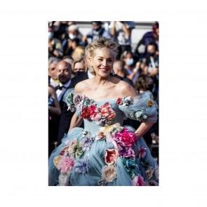 @sharonstone crie 🌼 FLOWER POWER 🌸 dans sa robe @dolcegabbana avec notre tulle illusion !  @sharonstone screams 🌼 FLOWER POWER 🌸 in her @dolcegabbana dress with our illusion tulle!  #sophiehallette #dentelle #lace #dentelledecalais #dentelledecaudry #dentelledecalaiscaudry #dentellefrancaise #frenchlace #madeinfrance #dentelleleavers #leaverslace #savoirfaire