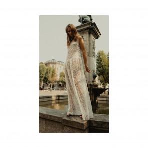 Une création @mariafekih montrant  une nouvelle vision de la robe de mariée. 👰♀️  #sophiehallette #dentelle #lace #dentelledecalais #dentelledecaudry #dentelledecalaiscaudry #dentellefrancaise #frenchlace #madeinfrance #dentelleleavers #leaverslace #savoirfaire